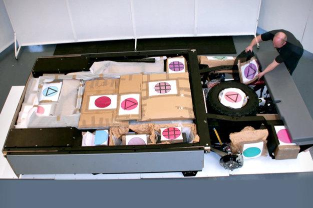 OX sa má dodávať rozložený v prepravených debnách