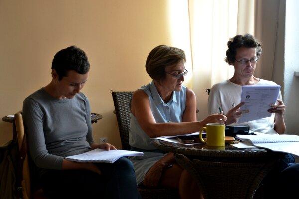Autori rozoberali svoje literárne práce s porotcami.