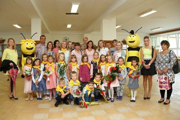 Prváci z1. B na ZŠ P. O. Hviezdoslava. S rodičmi aučiteľmi.