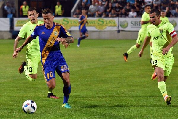 Súboj osobností vyznel lepšie pre hosťujúceho Pečovského. Žilina zvíťazila vMichalovciach 2:0.