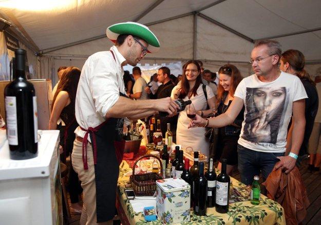 Dobré víno vyčarilo úsmevy. O rok tu budú vínne slávnosti zas.