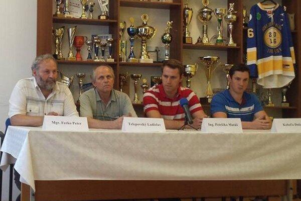Predsezónna tlačovka HK 2016 Trebišov. Pred médiá predstúpili Peter Ferko, Ladislav Telepovský, Matúš Petričko aDušan Kobeľa.