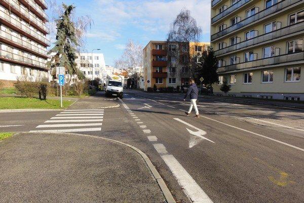 Cesta na námestie zo sídliska Juh bude po rekonštrukcii Mudroňovej ulice kompletne bezbariérová.