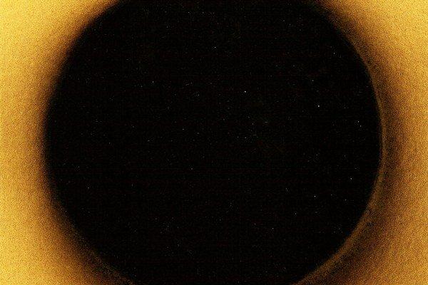 Juhaniak: Bez názvu. (2012), akrylový sprej na papieri.