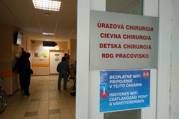 Vchod do čakárne chirurgickej ambulancie.