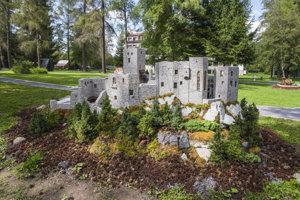 Model hradu Strečno v parku Mini Slovensko.