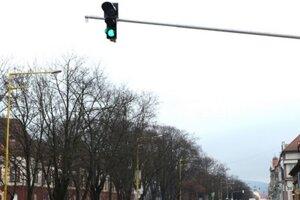 Radnica necháva zosúladiť päť po sebe nasledujúcich semaforov.