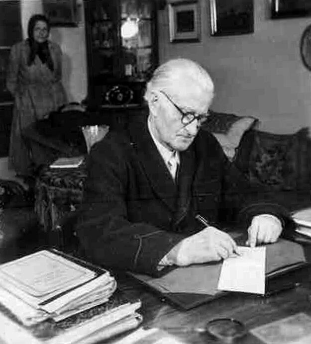 Ivan Krasko (1876 - 1958) mal blízko k francúzskym symbolistom. Medzi jeho najväčšie diela patrí zbierka Nox et solitudo.