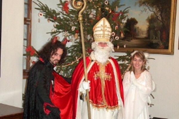 Atmosféra v zámku pripomína blížiace sa Vianoce.