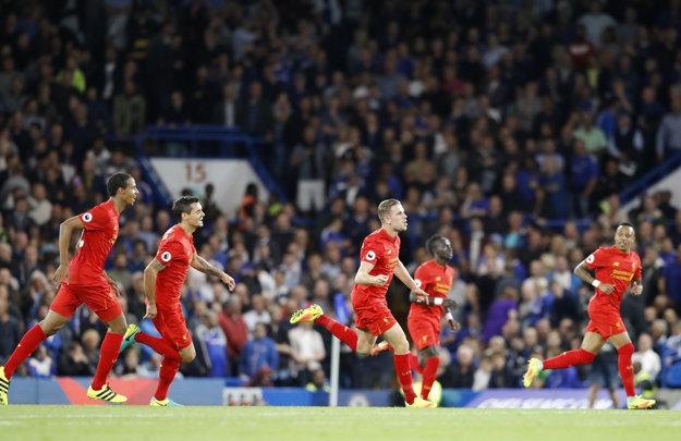 Víťazný gól Liverpoolu dal Jordan Henderson (uprostred).