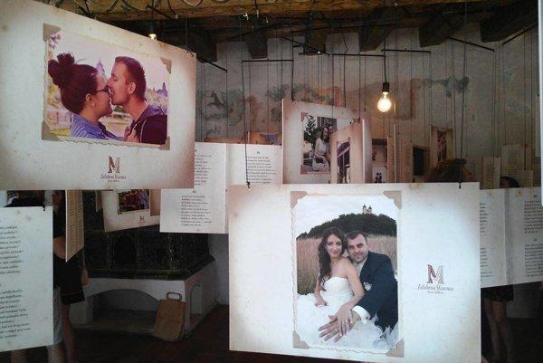 Fotografie zaľúbencov vystavili v Maríninej izbe.