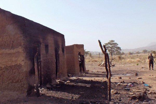 Domy vypálené hnutím Boko Haram.