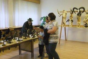 Súčasťou bohatého programu bola výstava poľovníckych trofejí poľovníckych združení regiónu v útrobách kultúrneho domu, ktorú obhospodaroval riaditeľ Poľovníckeho múzea vo Sv. Antone Marián Číž.