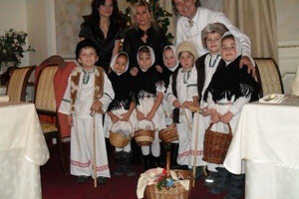 Koledníci potešili ľudí vianočnými vinšami.