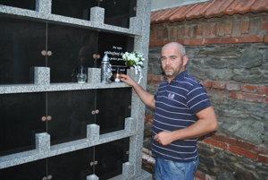 Michal Bančej. Pri bratovom hrobe.