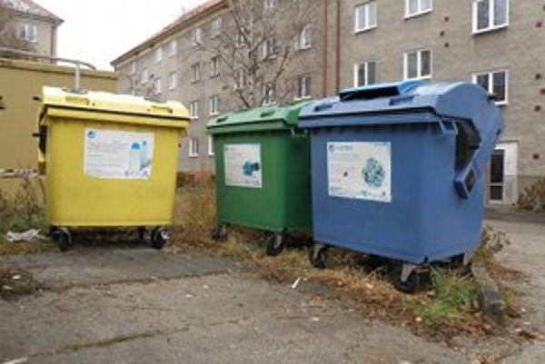 Do farebných kontajnerov patrí len separovaný odpad.