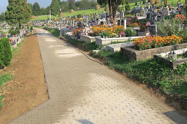 Zrekonštruovaný chodník meria 170 metrov.