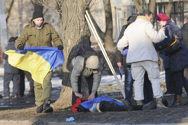 Počas nedeľňajšieho zhromaždenia a pochodu na podporu jednoty Ukrajiny došlo k výbuchu.