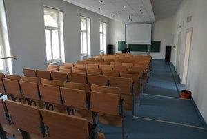 Moderná poslucháreň. Budova ponúka študentom i zamestnancom výborné podmienky na vzdelávanie.