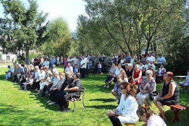 Na odpustovej slávnosti sa zúčastnilo množstvo veriacich.