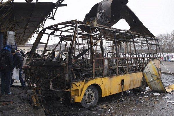 Strela zasiahla autobusovú stanicu v Donecku.