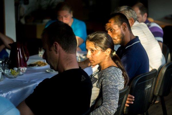 Na verejnom prerokovaní projektu bývania v rómskej osade v Lenartove sedeli za jedným stolom poslanci obecného zastupiteľstva, vlastníci pozemkov a záujemcovia o stavbu rodinného domu z osady. Stretnutie iniciovala nezisková organizácia Projekt DOM.ov.