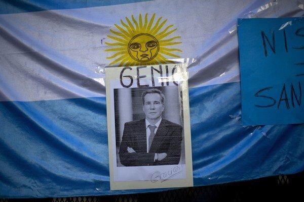 Spomienka na zosnulého prokurátora Alberta Nismana v Buenos Aires.