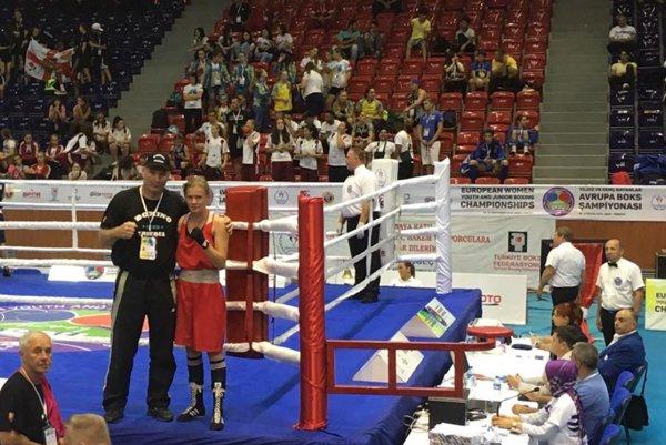 Jessica so svojim otcom Petrom Triebľom po prvom zápase na majstrovstvách Európy v Turecku.