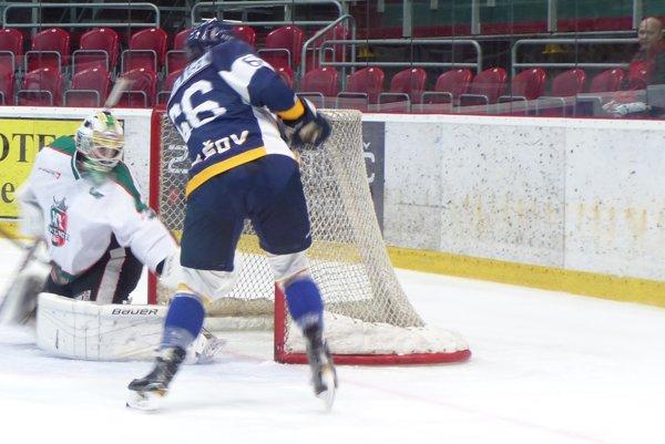 Skaličan Patrik Romančík likviduje jednu zo šancí Prešova.