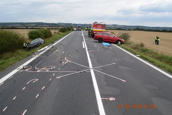 Následky dopravnej nehody.