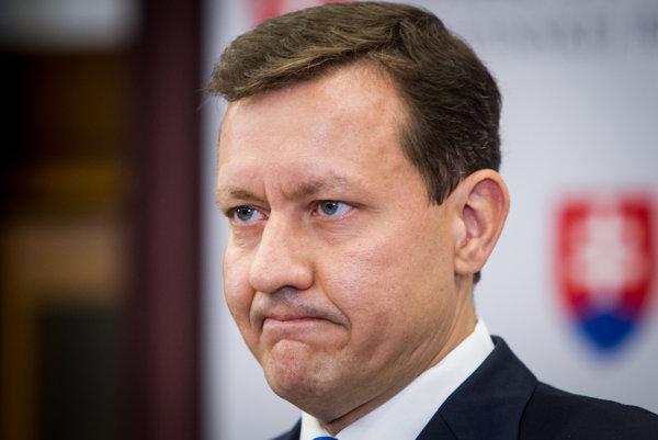 Šéf NOVA Daniel Lipšic sa mandátu vzdal po pondelkovej nehode, pri ktorej prišiel o život 72-ročný muž.