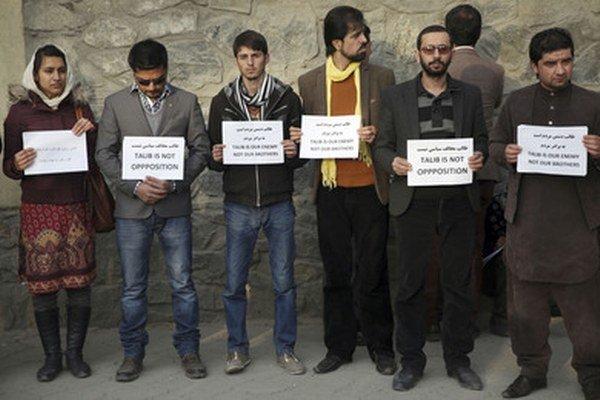 Minulý mesiac protestovali Afganci proti samovražednému atentátu v Kábule.
