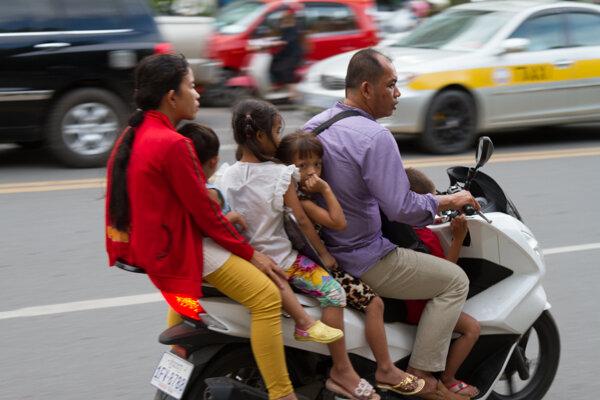 Ulice sú plné motocyklov.
