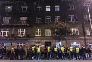 Protest pred bytom Radoslava Števčíka.