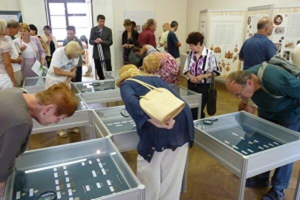 Výstava mincí sa momentálne nachádza v Zlíne.
