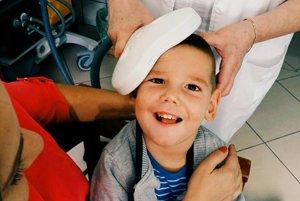 Alex Hrušovský. Do dvoch rokov rodičia úsmev na jeho tvári nevideli.