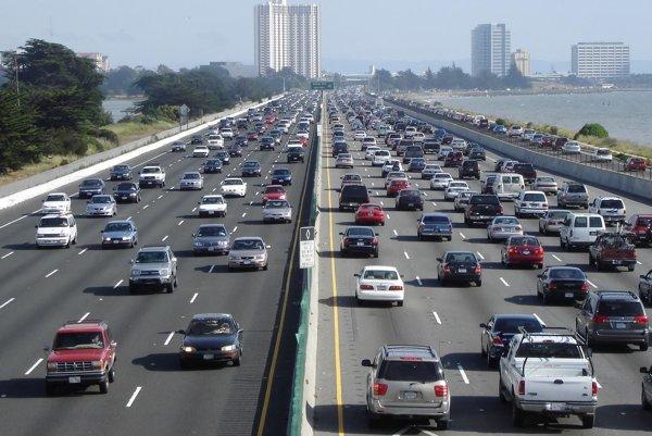 Kalifornia bude chcieť využiť dopravné zápchy na výrobu elektrickej energie.