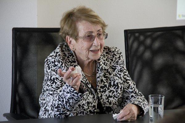 Evu Hod Kohnovú  väznili v tábore v Seredi.