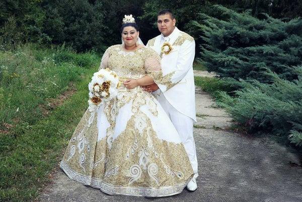 Šťastní novomanželia Eva a Lukáš.