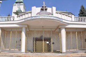 Mauzóleum Andreja Hlinku bolo pre turistov atraktívnejšie vďaka sprievodcovi, ktorý tu bol počas celého leta.