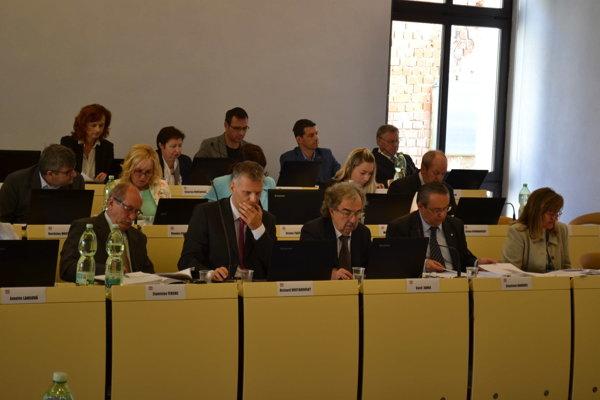 Prešovskí poslanci. Diskutovali o správe kontrolóra.