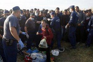 Migranti sa odmietli zaregistrovať a poskytnúť odtlačky prstov.