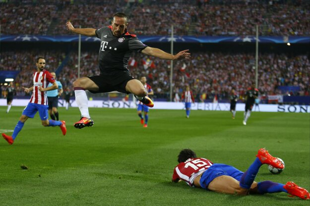 Zápas medzi Atléticom a Bayernom bol plný emócií a tvrdých súbojov.