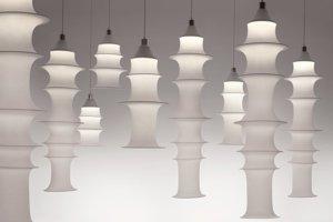 Sila lampy Falkland tkvie v jednoduchosti nápadu. Drôtené kružnice sú napnuté v rukáve z elastickej tkaniny tak, aby formovali pôsobivú siluetu tienidla