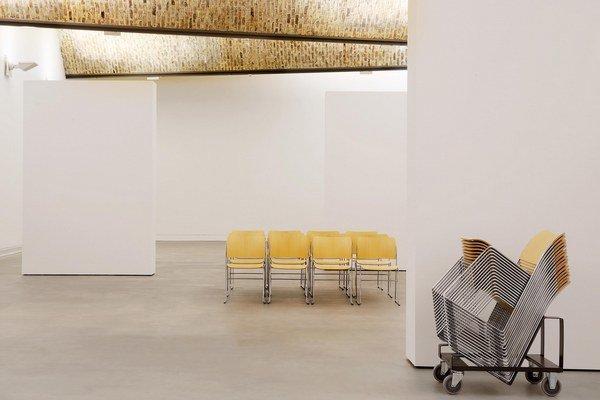 """Stolička 40/4 je jednou z najvýznamnejších dizajnérskych ikon 20. storočia – definuje """"zlatý štandard"""" všestranného, flexibilného a ergonomicky správneho sedenia."""