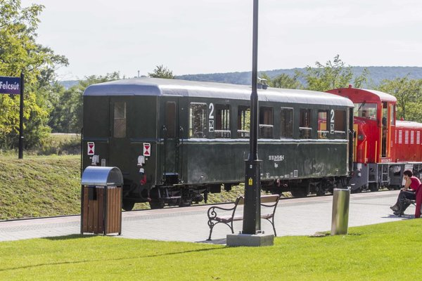 Železnička v obci Felcsút, kde vyrastal Orbán, stála Úniu dva milióny eur. Využíva ju minimum ľudí.