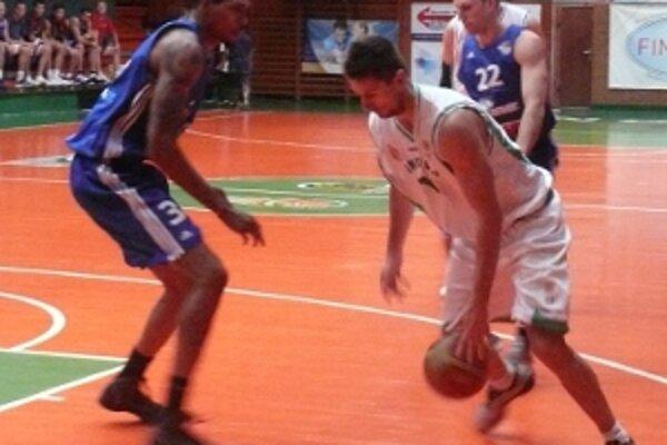 V prvom kole basketbalovej extraligy mužov sa fanúšikovia môžu tešiť na 93. hornonitrianske derby.