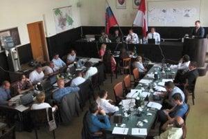 Poslanci aj primátor očakávajú zlepšenie komunikácie.