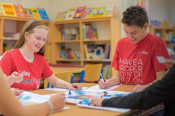 Ivana Kravárová a Adrián Hegedűš chcú učiť chémiu hrou.