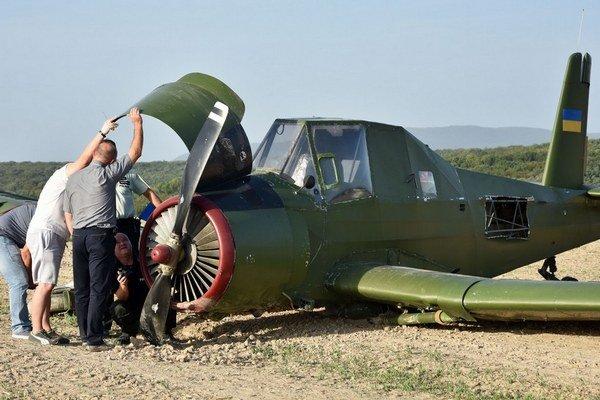 Čmeliak s ukrajinskou vlajkou na chvoste pravdepodobne núdzovo pristál pri Nižnom Hrušove 17. septembra. Pilot na mieste nebol.